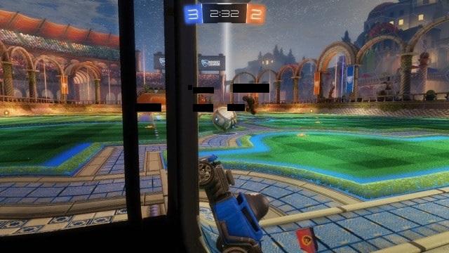 ゴールキーパーを気取るも操作ミスでゴールをガラ空きにする屑の図